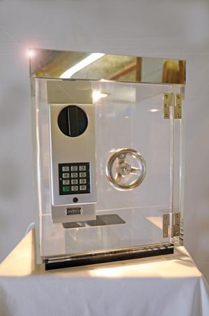 Gläserner Mini - Tresor auf einer Veranstaltung